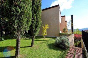 L'Agenzia Immobiliare Puzielliproponevilla frazionabile in tre unità immobiliare in vendita a Monte Urano (45)
