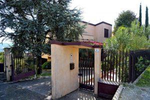 L'Agenzia Immobiliare Puzielliproponevilla frazionabile in tre unità immobiliare in vendita a Monte Urano (47)
