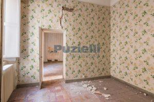L'agenzia Immobiliare Puzielli propone piano Nobile da ristrutturare con corte esterna a Fermo (14)