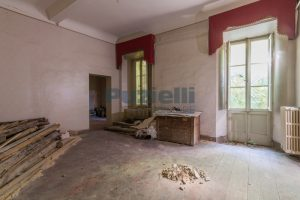 L'agenzia Immobiliare Puzielli propone piano Nobile da ristrutturare con corte esterna a Fermo (15)