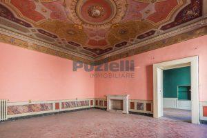 L'agenzia Immobiliare Puzielli propone piano Nobile da ristrutturare con corte esterna a Fermo (7)