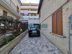 L'Agenzia Immobiliare Puzielli proponeappartamento con corte esterna in vendita a Fermo (19)