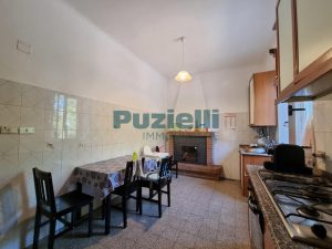 L'Agenzia Immobiliare Puzielli proponeappartamento con corte esterna in vendita a Fermo (8)